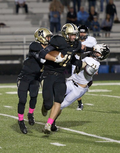 "Returning a kick against Comanche. 10.17.2014. Sophomore year. • <a style=""font-size:0.8em;"" href=""http://www.flickr.com/photos/38444578@N04/15030120893/"" target=""_blank"">View on Flickr</a>"