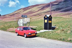 SCOTLAND 1986 (streamer020nl) Tags: uk ford sign scotland junction hut louise gb service nl 1986 durness aa ullapool lochinver scourie fiësta kylesku a837 lairg a835 ledmore bl70fg