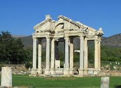 2014 EYLÜL 141 (ebruzenesen - esengül) Tags: roma turkey tapınak heykel tetrapylon aydın karacasu geyre ebruzen afrodid afrodissias 2014eylül