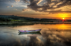 Light (Nejdet Duzen) Tags: trip travel sunset sun lake reflection nature turkey boat trkiye sandal gnbatm gne gl yansma turkei seyahat manisa doa glmarmara