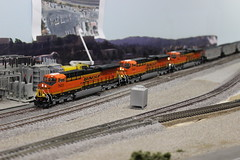 Carquinez Model Railroad Society (CaliforniaRailfan101 Photography) Tags: amtrak sp uboat ge wp bnsf southernpacific modeltrains crockettca sp4449 emd californiazephyr atsf westernpacific burlingtonnorthernsantafe es44dc sd70m f7a atchisontopekasantafe c449w bnsfrailway ac4400cw c418w b328wh carquinezmodelrailroadsociety