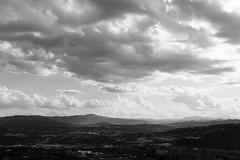Umbria & nuvole (marcosmallred) Tags: italien bw italy panorama landscape italia perugia italie umbria umbrien giardinicarducci