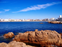 Vistas a Riazor (tunante80) Tags: espaa praia faro mar spain corua playa paseo galicia galiza estadio atlantico deportivo maritimo riazor torredehercules orzan crunia