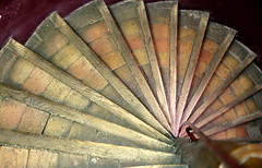 Stone and wooden fan (Croix-roussien) Tags: color stairs graphic lyon perspective couleur nationalgeographic escaliers graphique eventail potd:country=fr