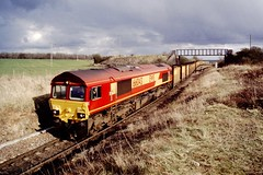 66043  Shirebrook 26 Mar 00 (doughnut14) Tags: train diesel shed rail loco coal freight colliery notts clipstone class66 ews shirebrook 66043 cawoods