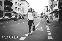 YVI (tonikolbephotography) Tags: street city light bw sexy sunglasses fashion female 35mm walking model nikon bonn highheels traffic outdoor availablelight lifestyle sigma yvonne jeans blonde sw shooting blacknwhite verkehr available d800 walkaway schwarzweis