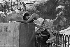 senzatetto, homeless (paolo.gislimberti) Tags: poverty blackandwhite india tamilnadu biancoenero mamallapuram povert peoplesandraces popolierazze
