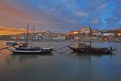 Bevendo (a) Porto / Dinking (in) Porto (Vila Nova de Gaia, Porto, Portugal) (AndreaPucci) Tags: vilanovadegaia porto portugal wine barrels boat sunset duoro andreapucci canoneos60