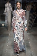erdem-lfw-shows-spring-summer-2017-ready-to-wear-by-cool-chic-style-fashion-collection-1020-13 (Cool Chic Style Fashion) Tags: braids details earrings erdem fashion floraldress floralprinted hairstyle lacedress lfw londonfashionweek runway springsummer2017