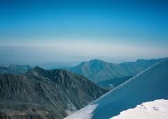 (Nikolay Kulivets) Tags: 35mm film olympusmjuii mjuii kodak georgia kazbek caucasus ridge snow alpinism