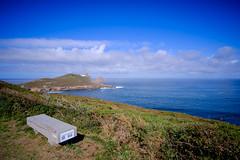 El banco con vistas de Camarias (MigueR) Tags: espaa galicia camarias costadamorte acantilados mar faro nubes cielo banco vistas paisaje fuji xt1