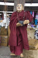 TITELLA (Myanmar, agost de 2015) (perfectdayjosep) Tags: myanmar burma titella titellamyanmar birmnia birmania perfectdayjosep marioneta mercatdephaungdawoo llacinle estatxan estadoshan inlelake phaungdawoomarket shanstate