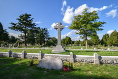 "The ""Great Explosion"" grave, Love Lane, Faversham (Aliy) Tags: lovelane faversham kent graveyard cemetery massgrave cross"