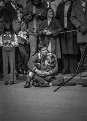"folla a ""The Mall Parade"" - 1975 (giorgio-pix) Tags: london analogico film35mm minoltasrt101"