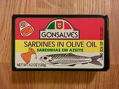 GONSALVES SARDINHAS EM AZEITE (frankrolf) Tags: adobesans gonsalves packaging sardines type:face=adobesans