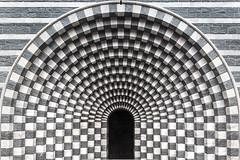 (ilConte) Tags: botta mariobotta mogno svizzera switzerland suisse schweitz architettura architecture architektur sangiovannibattista vallemaggia geometria geometry geometrie chiesa church kirche