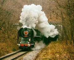 Pra se vyvalila z tunelu. Mikulsk jzdy 2016. Mikule jsme vdycky mli a budeme mt dl! A musla a thnou! (Honzinus) Tags: maleice mikul d esk drhy cz czech 475 lechtina praha prague prg praga tunnel steam pra parn lza mikulsk jzdy 2016 prosinec vlak retro nostalgie