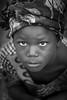 Burkina faso: enfant de l'ethnie Sénoufo. (claude gourlay) Tags: burkinafaso burkina afrique africa claudegourlay afriquedelouest retrato ritratti portrait sénoufo child enfant ethnie ethnic tribu noiretblanc blackandwhite nb bw