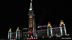 Ottawa - Parlement du Canada (JeanLemieux91) Tags: show light summer music ontario canada night lights evening noche leaf maple ottawa hill july parliament son du east musical julio sound musica verano este parlement colina t soir et juillet nuit lumires colline musique est feuille spectacle clocher parlamento 2014 drable