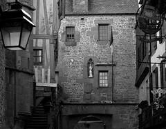 Port du Roi (martinelliss) Tags: france st buildings michel mont