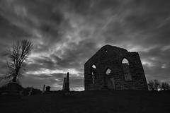 Eglise presbytrienne de Godmanchester (monilague) Tags: sunset sky tree abandoned clouds temple evening soleil coucher ruine ciel nuages soir arbre glise churc nuageux cloucy abandon presbeterian