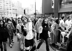(chapeau melon) Tags: street bw nikon noir montral zombie parade coolpix et blanc p520