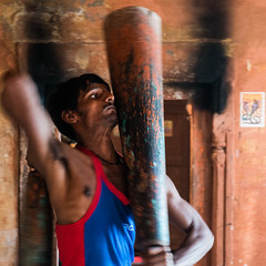 (Jordy B) Tags: india color varanasi couleur homme inde uttarpradesh kushti bénares pahlavani pehlwani