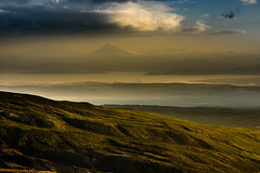 DSC_9787-1 (kuhnmi) Tags: sky sun sunlight misty clouds landscape volcano evening bay cloudy eveningsun russia hill camel hazy volcanic vulkan kamchatka stratovolcano camelhill  russland    avachinsky     stratovulkan     avachinskybay   vilyuchinskyvulkan