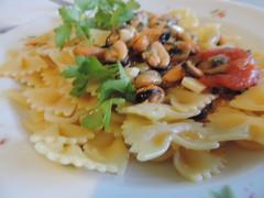 Buon Appetito (RoBeRtO!!!) Tags: food hot macro closeup tomato pepper dish olive pasta oil garlic mussels parsley oliva cibo aglio olio peperoncino cozze prezzemolo piatto farfalle pomodorino rdpic nikonp520