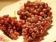 Mini Champagne Grapes (bigbrowneyez) Tags: red stilllife nature fruit juicy yummy soft wine sweet champagne cluster clusters natura mini delicious dolce honey tiny bunch nectar dreamy variety uva frutti gapes minichamgagnegrapes