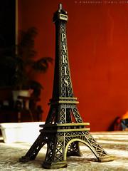 Eiffel tower statue