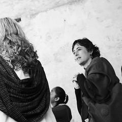 Frida y La viesca (Vision IvanE) Tags: mujer atencion aprecio