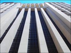 DSCN0419 (Marcia Rosa ()) Tags: brazil building arquitetura riodejaneiro architecture downtown rj centro line prédio straight curve edifício linha curva reta construção brsil marciarosa