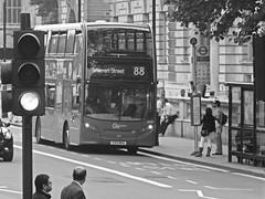London General Bus EH30, Parliament St, London. (ManOfYorkshire) Tags: street light red bus london buses traffic general parliament stop warren alexander dennis shelter 88 enviro400 eh30 yx13bka