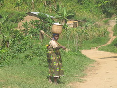Kleinbauerin mit Hacke# Armiut#Landwirtschaft#Veraenderung schaffen