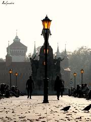 Autum morning (LeoSandriOk) Tags: poland polonia krakow cracovia otoño autum fall square plaza sunlight sol luces