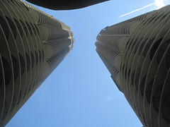 State Street 60  - Marina City (worldtravelimages.net) Tags: chicago statestreet theatredistrict 2016 worldtravelimages