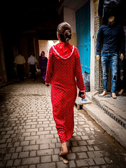 La fille en rouge ((Imagine) 2.0) Tags: panasonicdmcgx80 2016 morocco leicadgsummilux15mmf17 streetphotography candid people fès panasonic lumix travel