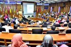 """PERKONGSIAN PENGALAMAN DR FAUZIAH MOHD HASSAN """"WOMEN'S BOAT TO GAZA"""" - UTM 2016"""