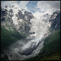 Adishi Gletscher (Konrad Winkler) Tags: georgien საქართველო swanetien swaneti სვანეთი kaukasus berge gletscher adishi mittelformat 6x6 fujipro160ns hasselblad503cx epsonv800