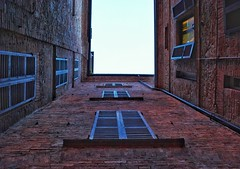 The Wall (Carlo Cabrini) Tags: muro finestra finestre wall sunset windows like