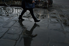 _DSC0600ooo (Matteo Guardini Photography) Tags: nikon d3100 nikkor 24mm f28 28 ai bn bw bianco nero black white street cigarette sigaretta walking camminare marciapiede