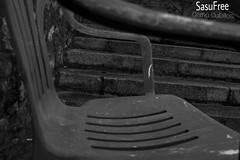 El concepto de un niño (Gema Cubillos) Tags: silla asiento concepto niños visión blancoynegro blackandwhite objetivo objeto cotidiano