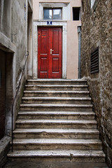 Split, Croatia (pas le matin) Tags: door stair staircase porte escalier reddoor red porterouge split croatia hrvastka city europe europa croatie canon 7d canon7d canoneos7d travel world eos7d voyage