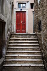 Split, Croatia (pas le matin) Tags: door stair staircase porte escalier reddoor red porterouge split croatia hrvastka city europe europa croatie canon 7d canon7d canoneos7d travel world eos7d voyage