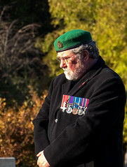 Remembrance Sunday 2016 (Reinardina) Tags: southampton england oldcemetery remembrancesunday officer decorated medals beret greenberet veteransday sunny sunshine wewillrememberthem outdoor