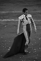Coquetando con el engao (valeriaatorres) Tags: torero diego silveti arte cultura blancoynegro monochromatic ruedo capote bullfighting bullfight monterrey mxico