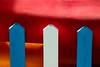 Mettere paletti (meghimeg) Tags: 2016 lavagna paletti staccionata fence pole happyfencefryday hff colori rosso red blu blue azzurro bianco white giallo yellow canoa