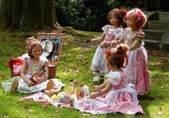 Kindergartenkinder im Hügelpark ... (Kindergartenkinder) Tags: dolls himstedt annette kindergartenkinder kostüm annemoni personen kind milina tivi sanrike spatzenhaus villa hügel essen outdoor