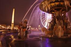 Paris Janvier 2017 - 18 une fontaine gelée Place de la Concorde (paspog) Tags: paris france 2017 janvier january januar placedelaconcorde fountain fontaine brunnen nuit night nacht fontainegelée frozenfountain